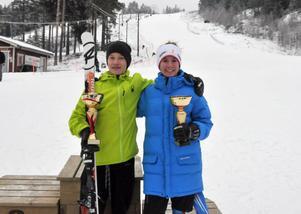 Jesper Brändholm, Sälen och Julia Litzén, Idre med segerpokaler efter att duon vunnit Norrbärkes Lilla Världscup kvaltävling.