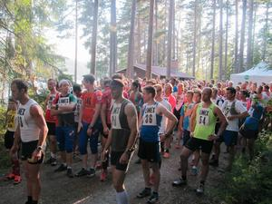 Förra året deltog cirka 200 personer i Hälsingetrailen. Fjolårssegraren Anders Södergren syns längst till vänster i bild.