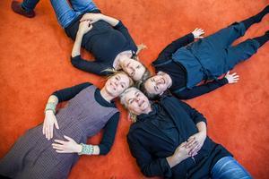 """Kvartetten bakom allt. Medsols från vänster: Louise Turner från Södertälje har skrivit manus till """"Men säg något då!"""", Johanna Dahl står för musiken, Sophia Färlin-Månsson är koreograf och Eva Modin regisserar."""