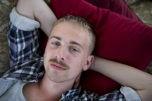Malmös unge r'n'b-stjärna Albin Gromer släpper sitt debutalbum i februari.