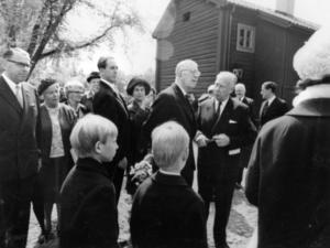 1965. Kung Gustaf VI Adolf inviger Wadköping 4 juni för 50 år sedan. Foto: Walfrid Carlsson
