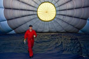 Per Helmerson från Gunnilse utanför Göteborg har flugit luftballong i över 30 år.