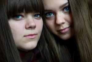 Systrarna Klara och Johanna Söderberg bildar gruppen First Aid Kit som är aktuella med sitt andra album The lion's roar.