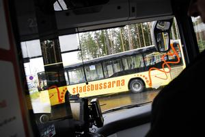 Nästa sommar ska alla stadsbussar i Gävle drivas på biogas. För att möjliggöra det behöver Gästrike ekogas investera i en ny bussdepå där bussarna tankas automatiskt över natten – en investering som inte är möjlig utan aktieägartillskott, enligt Therese Metz, MP.