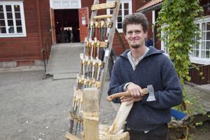 Dietrich Staemmlers yxa gick varm för att tillverka träslevar år kunderna á la minut.