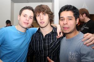 Pluto. Emil, Kevin och Diego