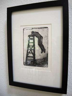 Jonas Ahlin har gjort en serie grafiska verk med motivet av man som på olika sätt tar sig upp och ned på en stege.