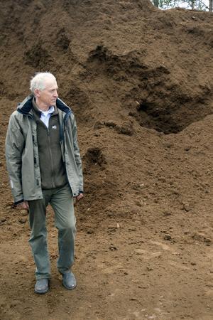 Vitmossetorven från Neovas torvtäkter i Gävle är grunden i nästan alla jord som Rölunda framställer i Främlingshem, berättar Magnus Nobel, produktionsansvarig och delägare i familjeföretaget.
