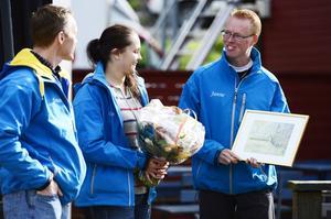 klättring och frilufsföreningen Expedition Altitud fick miljöstipendiet. De hyllades för sitt engagemang att arrangera frilufsaktiviteter för funktionshindrade barn. På bilden från vänster, Jonas Wallenberg, ordförande Elin Törnberg och vice ordförande Jan Lundström.
