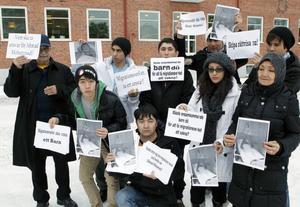 Vänner och klasskompisar till Ahmad Mohammadi gav sitt stöd till honom genom en demonstration.