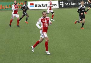Hjalmar Öhagen stadgar upp SIF:s mittfält just nu och gjorde dessutom mål mot Sollentuna. SIF är nu tvåa i tabellen bara två poäng efter Enskede.