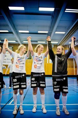 ÖSK lyckades ta sig upp i elitserien efter seger mot Karlstad med 3-1.