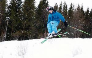 """Sportlovsaktiviteter för eleverna i Strömsund var bland annat att slalombacken Vallberget höll öppet varje dag. """"Ludde"""" Faxén, 12 år, var en av dem som utnyttjade det i torsdags. """"Men jag har gjort annat också, varit med kompisar och åkt pulka och sådant"""", sa """"Ludde""""."""