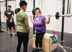 Rolig träning. Kajsa uppmanar Maria att fokusera på tekniken.