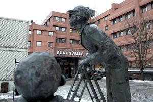 Kritik mot överförmyndarnämnden kommer från gode männen i Sundsvall. Anledningen är att många fortfarande väntar på betalning från 2013.