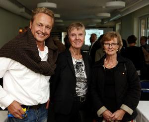 Hans Bark, Sidsjö Fastigheter, Barbro Westerholm, initiativtagare och Eva Källstrand, landshövding Bo Källstrands fru, var på plats under invigningen och de var nöjda med den satsning på trygghetsboende som nu gjorts.