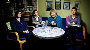 Förstelärare i samspråk. Maria Stenegård (NO), Annelie Zunko Häggman (Id) och Christina Melton (Id) lyssnar på Erika Johanssons (SO) åsikter om hur det är att vara förstelärare i Södertälje kommun.