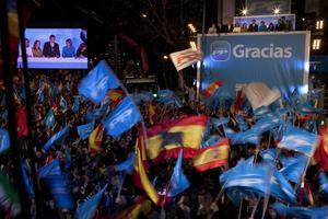 Segerjubel. Konservativa PP firar segern i det spanska parlamentsvalet. Men det blir ingen lätt uppgift att leda det krisdrabbade Spanien