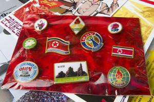 Nordkoreanska rockmärken fick följa med till Sverige.
