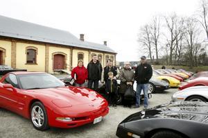 Corvette-utflykt. Annika Vidman, Åke Jansson, Martin och William von Berens och Anita och Ove Löfqvist deltog i Corvetteklubbens utflykt till Nora på lördagen.