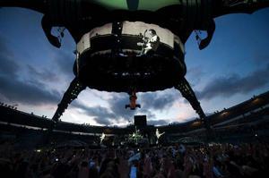 U2 har visat prov på spektakulära scenshower förut, men den gigantiska stålklon
