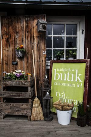 Butiken ligger i de gamla kyrkstallarna i Mattmar.