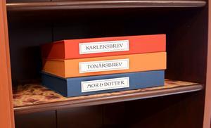 Den som har tid kan botanisera i lådor och långläsa brev om tonår, kärlek och mor&dotter-relationer.