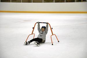 Det är inte alltid så lätt att hålla sig på fötterna men 5-åriga Olivia Radomska gav inte upp för det.