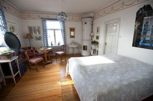 Martinas rum blev Martins rum. Slagbordet och spegeln till vänster om kaminen är likadana som på Carl Larssons bild.