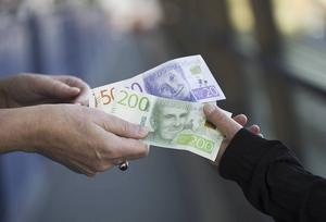 Centerpartiet vill minska klyftan mellan de som har ett jobb och de som är arbetslösa skriver Bertil Böhlin.