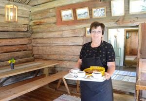Hembakat. Birgitta Granberg har kokat många kaffekannor under sina år som värd i Skräddartorps kaffestuga.