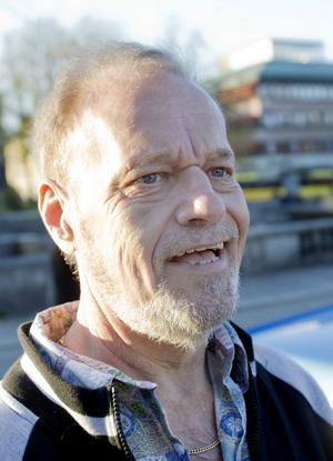 Kan du leva utan bil?Sonny Boström, 60 år, sjukskriven, Gävle:– Nej, det går inte. Men tyvärr får jag inte köra bil längre. Jag har med min bil här nu på cruisingen och jag får i stället ha andra som kör åt mig.