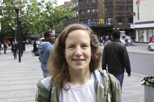 Martha Kazimierczak,  30 år, Stockholm,  sjuksköterska: Jag har köpt resor på nätet, buss och tåg, men aldrig kläder. Jag vill prova innan.