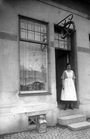 Bageriet vid Sturegatan. En av de anställda.