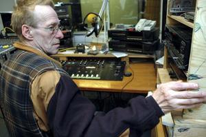 Närradio på nätet. Sune Karlsson hoppas att även närradions program ska kunna sändas via bredband. Men än är inget klart.arkivbild