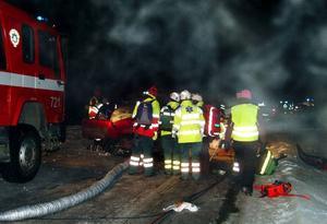 I 27-gradig kyla kämpade räddningspersonalen för att få ut de skadade och få dem till sjukhus för vård. Två personer skadades allvarlig medan åtta fick lindriga skador.