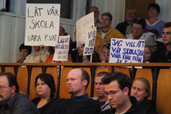 Fullmäktigedebatten lockade ett 60-tal åhörare, främst från Strömsbruk och Jättendal.