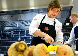 Stjärnkocken Tommy Myllymäki tog hem andraplatsen i Bocuse d'Or, det inofficiella VM:et i matlagning.
