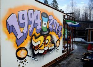 Rissna var först ut i länet med att fira republiken Jamtlands nationaldag. Lagom till 20-årsfirandet hade konstnären Gustav Kape Lindqvist, som bor i byn, gjort en målning.