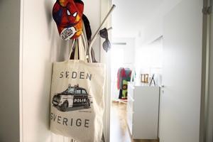 Åsas son Eriks fina väska kommer från polismuseumet i Stockholm.