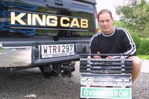 Eric Råbom har naturligtvis den egna hållaren på sin bil.