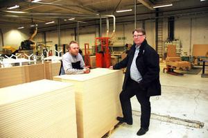 HOPPAS. Tommy Mårtensson, ordförande i Karlitklubben av GS-facket, och vd Peter Hillbom hoppas på nya kunder som kan lyfta både Kadax och Karlit.