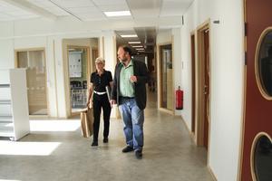 En guidad tur i Alirskolan med skolans biträdande rektor, Micael Lingh.