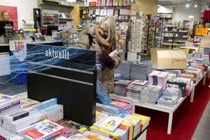 Kristina Ederth gick igår runt på Bokia i Gävle och kollade vilka böcker hon är intresserad av att köpa när rean börjar i dag.