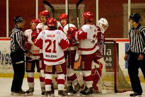 Plats för HSK-jubel. Hedemora tog två poäng av Falun i hockeyns Alletta.