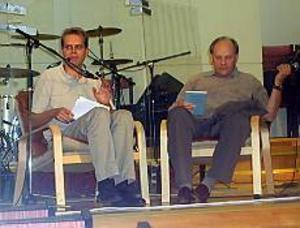 Foto: ULF GRANSTRÖM Hyllad hockeyprofessor. Pastor Sven-Gunnar Hultman och Tommy Sandlin i en avspänd pratstund om drivkrafter och livsfilosofi.