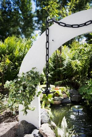 Detaljer. Ronny och Ulla har känsla för detaljer. Här en liten damm i trädgården.