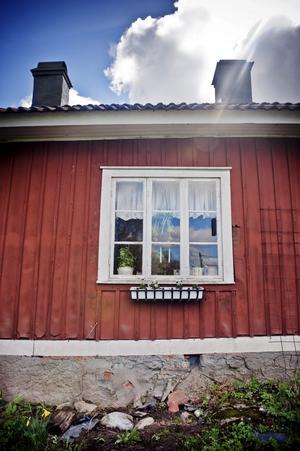 Högåsen är varit fattigstuga innan det byggdes ut och blev ett parhus.