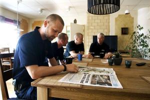 Pär Mossnelid från Njutånger jobbar i vanliga fall på räddningstjänsten i Järfälla och skulle ha varit en av de som ryckte ut till dödsbranden i Rinkeby.
