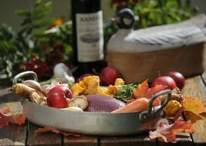 Viltkött passar bra till allt som hör skogen och hösten till: rotfrukter, svamp, bär och örtkryddor.